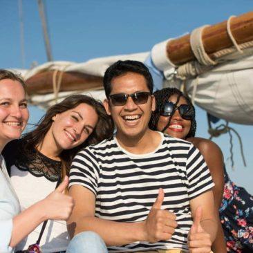 Farley met vrienden in de zon